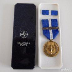 Militaria: MEDALLA DE LA OTAN. NON ARTICLE 5 BALKANS. CON SU CAJA ORIGINAL. Lote 84755184
