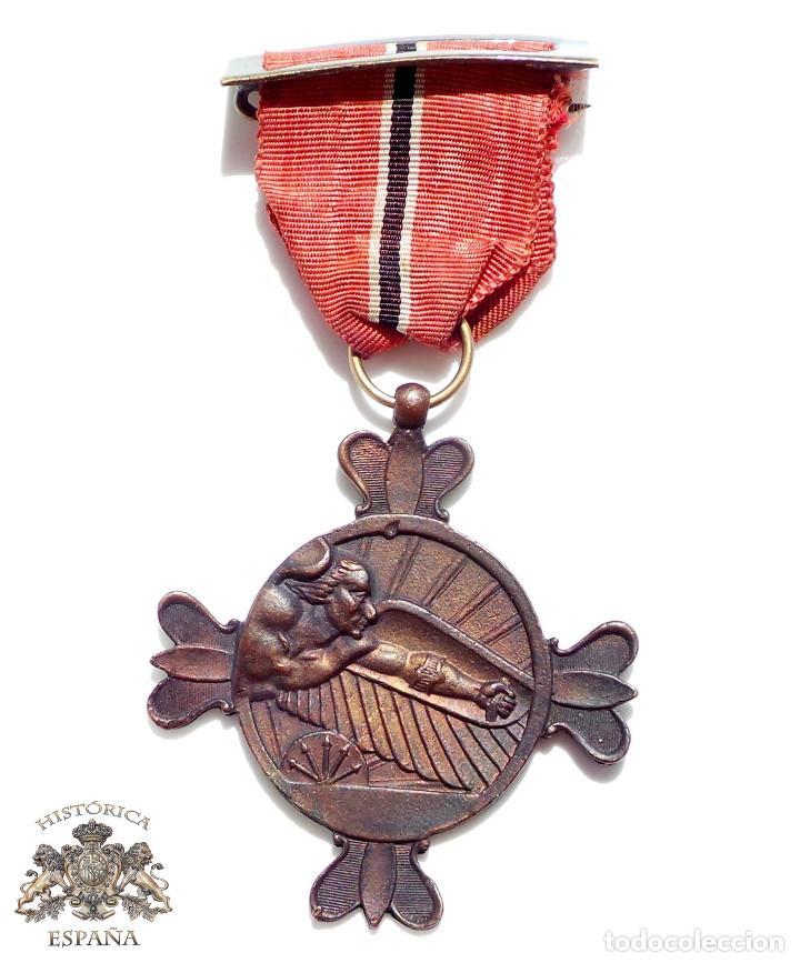 MEDALLA - DIVISIÓN AZUL CON CINTA INVIERNO EN RUSIA IMOSTEN - VOLUNTARIOS CIUDAD REAL (Militar - Medallas Españolas Originales )