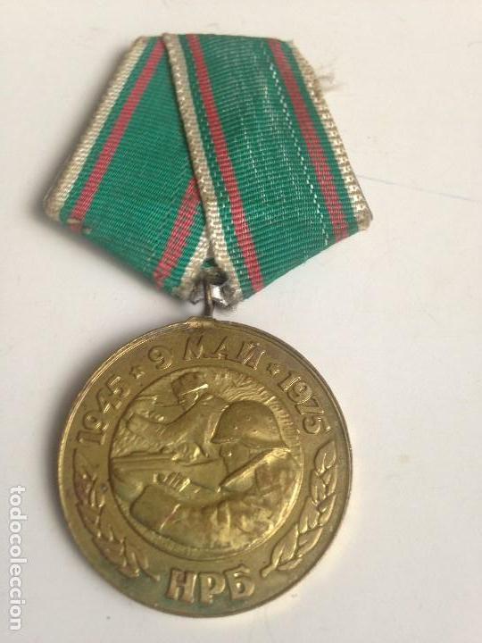 MEDALLA EJÉRCITO BÚLGARO. 1945-1975. 30 ANIVERSARIO VICTORIA 2ª GUERRA MUNDIAL. SOLDADOS DISPARANDO. (Militar - Medallas Internacionales Originales)