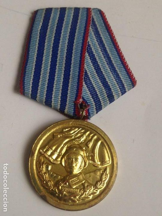 MEDALLA 1 CLASE AÑOS DE SERVICIO EN FUERZAS ARMADAS DEL EJÉRCITO BÚLGARO. BULGARIA COMUNISTA (Militar - Medallas Internacionales Originales)