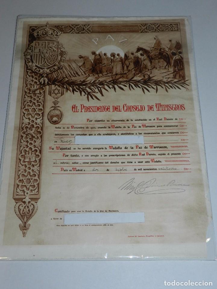 CONCESION DE LA MEDALLA DE LA PAZ DE MARRUECOS 1928 , 46 X 34 CM , SEÑALES DE USO (Militar - Medallas Españolas Originales )