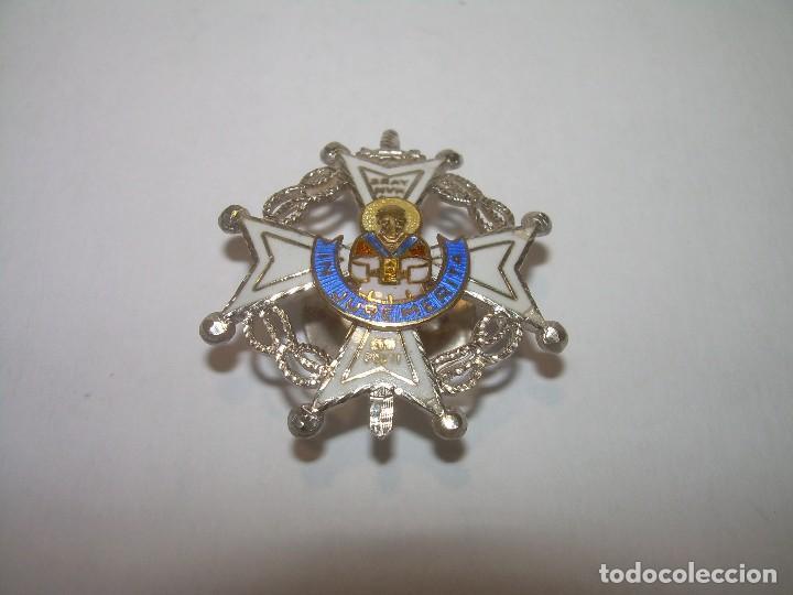 ANTIGUA MEDALLA DE PLATA ESMALTADA...DE SOLAPA..PERFECTO ESTADO DE CONSERVACION. (Militar - Medallas Españolas Originales )