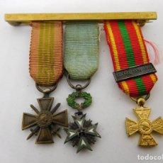 Militaria: PASADOR CON TRES MEDALLAS EN MINIATURA FRANCESAS 2ª G.M.. Lote 89098624