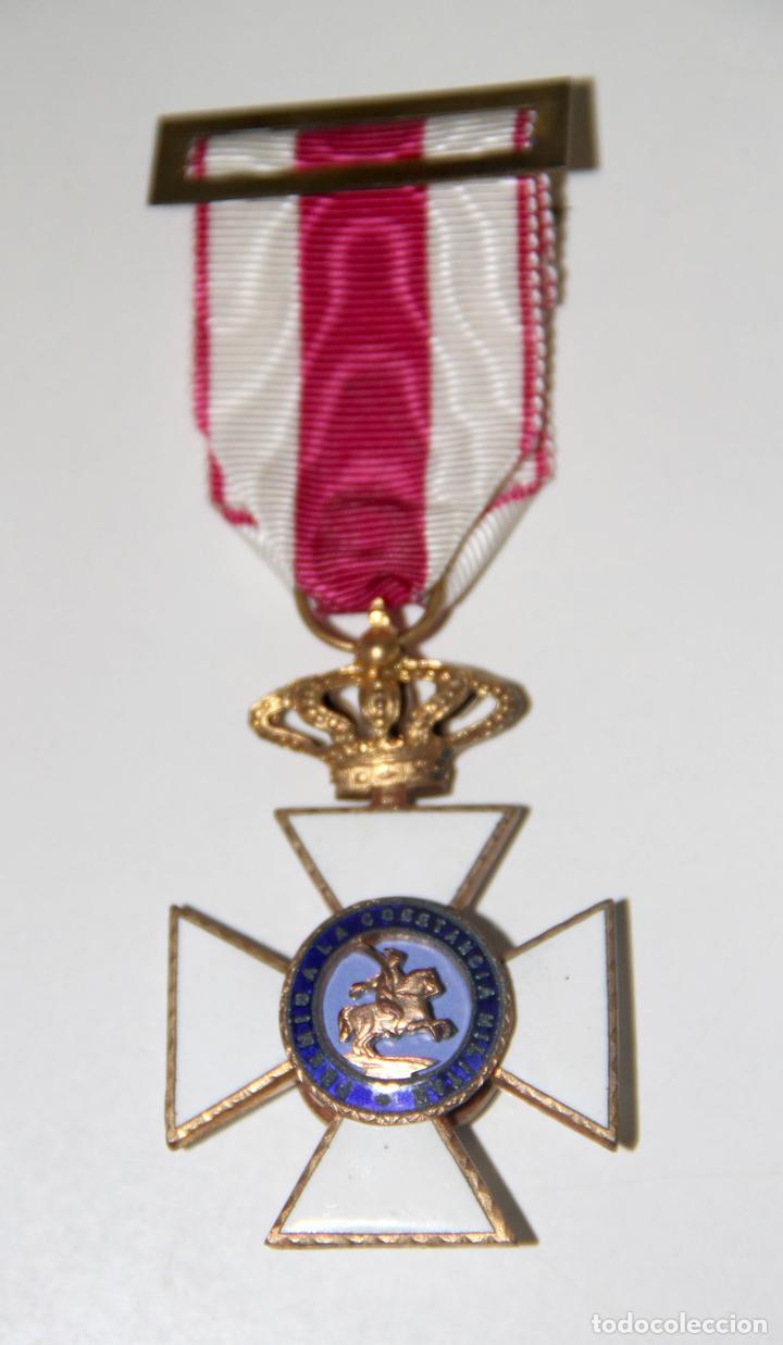 CRUZ DE FERNANDO VII A LA CONSTANCIA MILITAR. METAL DORADO Y ESMALTE. ESPAÑA (Militar - Medallas Españolas Originales )