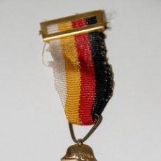 Militaria: MEDALLA CONMEMORATIVA 25 AÑOS DE PAZ. METAL DORADO Y ESMALTE. 1964. Lote 139582596