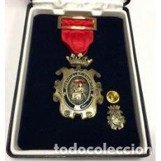 Militaria: ESTUCHE LUJO CON MEDALLA AL MÉRITO PENITENCIARIO CATEGORÍA BRONCE INCLUYE PIN. Lote 94927216