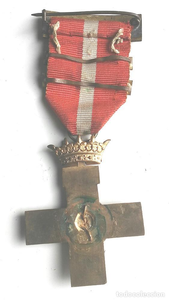 Militaria: Medalla Cruz de la Orden al Merito Militar distintivo rojo años 40 - Foto 2 - 97681915