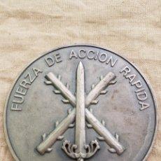 Militaria: GRAN MEDALLA FUERZA ACCION RAPIDA EJERCITO TIERRA FUNDADA 1992. Lote 98854612