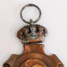 Militaria: MEDALLA HOMENAJE DE LOS AYUNTAMIENTOS A LOS REYES. 1925.. Lote 99516643