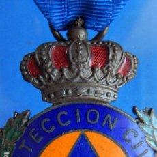 Militaria: MEDALLA DEL PROTECCIÓN CIVIL, AL MÉRITO. CATEGORÍA BRONCE. CINTA AZUL.. Lote 99742403