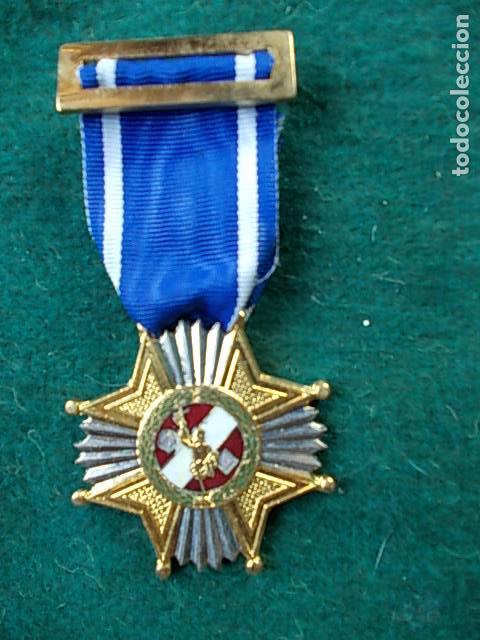 MEDALLA AYUNTAMIENTO DE MADRID 25 AÑOS DE SERVICIO POLICÍA LOCAL (Militar - Medallas Españolas Originales )