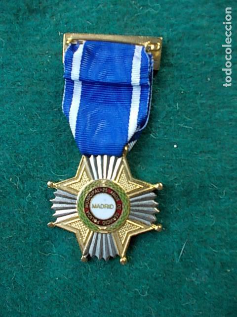 Militaria: Medalla Ayuntamiento de Madrid 25 años de servicio Policía Local - Foto 2 - 100571323