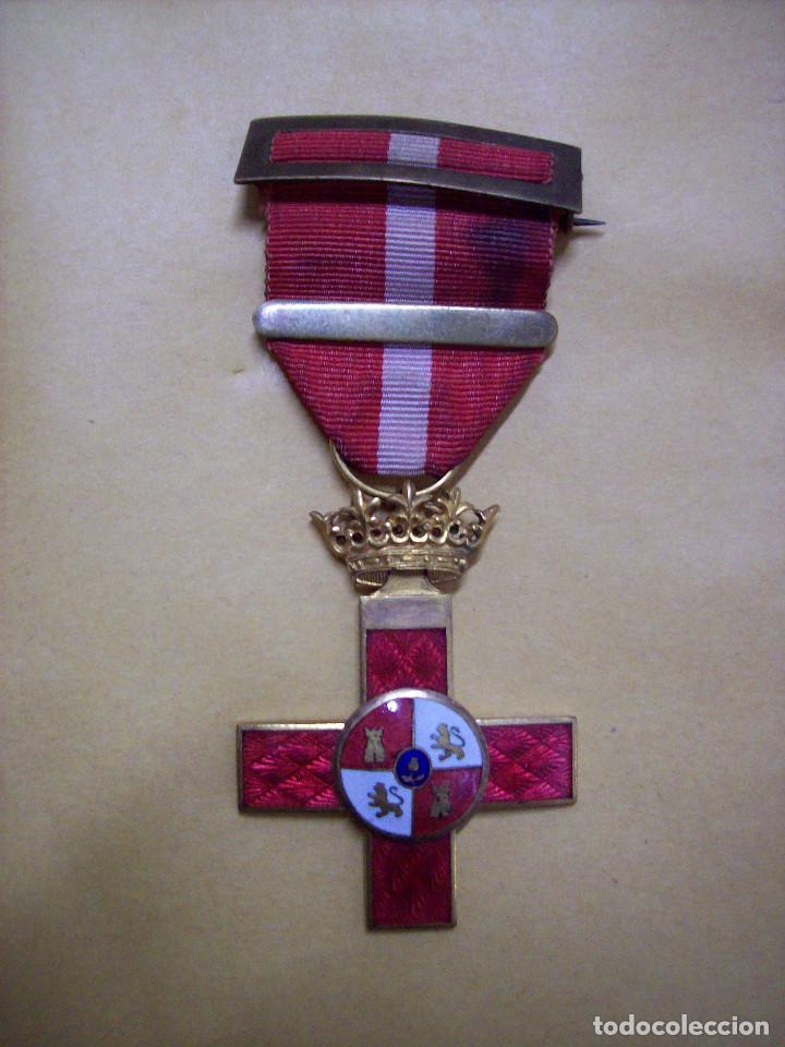 MEDALLA MERITO ROJO EPOCA FRANCO (Militar - Medallas Españolas Originales )
