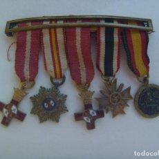 Militaria: DIVISION AZUL : PASADOR CON 5 MINIATURAS MEDALLAS DE DIVISIONARIO: MERITO, CRUZ DE GUERRA, ETC. Lote 101407959