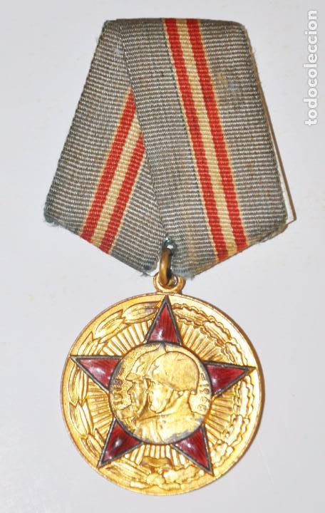 Militaria: Medalla del 50è Aniversarios de les Fuerces Armadas Sovièticas con papeles .URSS - Foto 3 - 101551923