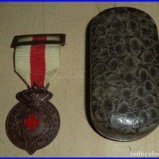 Militaria: ANTIGUA MEDALLA CRUZ ROJA LEYENDA IN HOC SIGNO SALUS CON ESTUCHE CON CINTA E IMPERDIBLE . Lote 102640587