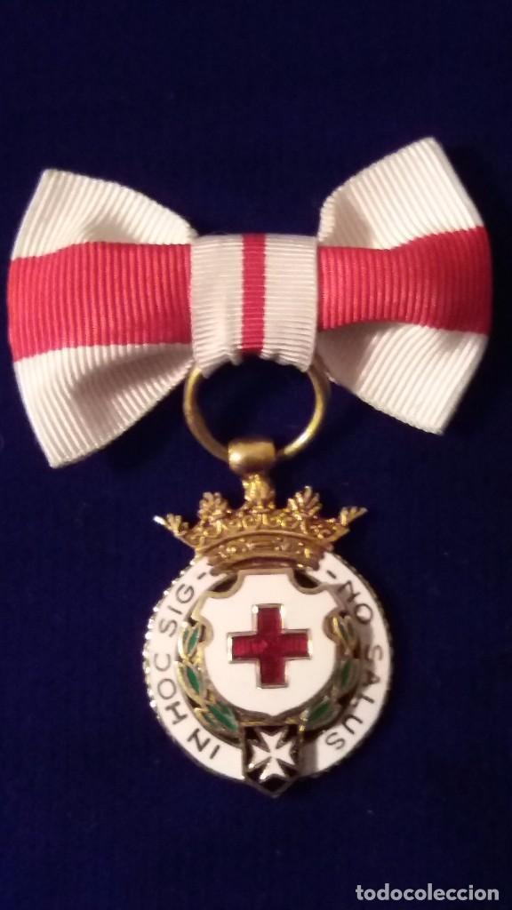 CONDECORACION MEDALLA CRUZ ROJA, EPOCA FRANCO (Militar - Medallas Españolas Originales )