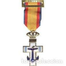 Militaria: CRUZ AL MERITO NAVAL CON DISTINTIVO AZUL. Lote 103802419