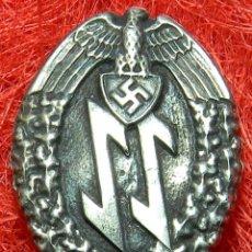 Militaria: INSIGNIA WAFFEN SS. VERSION PLATA. MEDIDAS: 45 X 30 MM.. Lote 103416499