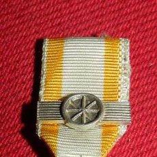 Militaria: ANTIGUA MEDALLA MINIATURA DE ISABEL LA CATOLICA A LA LEALTAD ACRISOLADA, DE PLATA SOBREDORADA, CON E. Lote 105573519