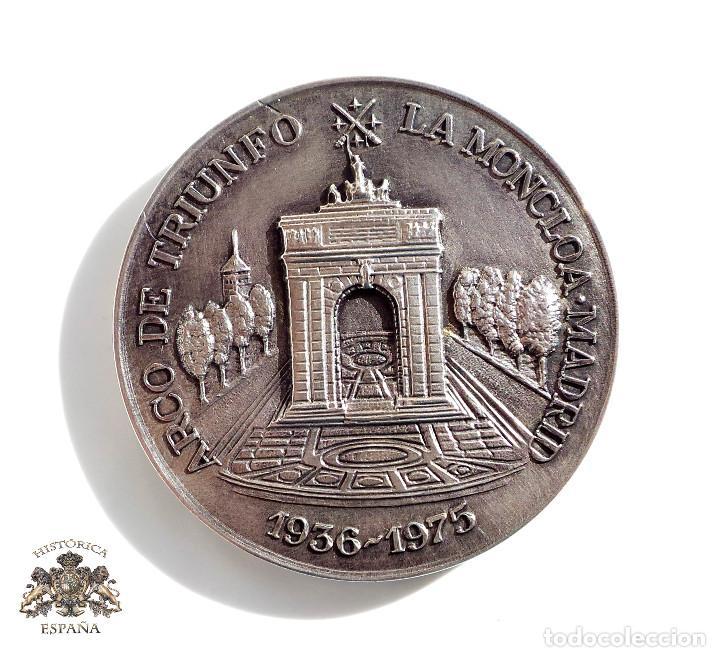 MEDALLA, EN PLATA, FUNDACIÓN NACIONAL FRANCISCO FRANCO - VII ANIVERSARIO MUERTE DEL GENERAL - 1982 (Militar - Medallas Españolas Originales )