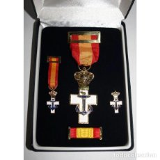 Militaria: ESTUCHE COMPLETO DE LUJO CON LA MEDALLA MERITO NAVAL DISTINTIVO BLANCO. Lote 178983401