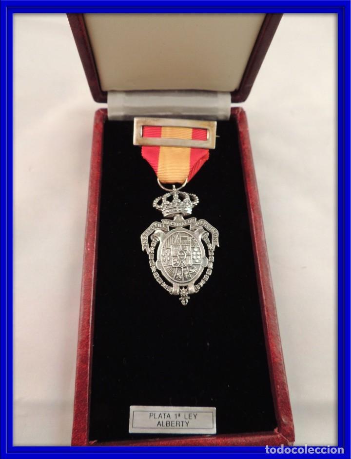 MEDALLA INSTITUTO NACIONAL DE PREVISION EN PLATA LEY DE 1908 (Militar - Medallas Españolas Originales )