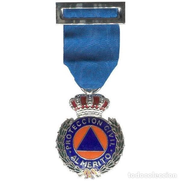 MEDALLA AL MÉRITO DE PROTECCIÓN CIVIL CON DISTINTIVO AZUL (Militar - Medallas Españolas Originales )