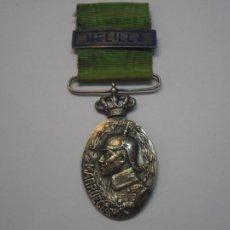Militaria: MEDALLA DE PLATA DE MARRUECOS-OFICIALES, CON SU CINTA ORIGINAL Y UN PASADOR ESM.PLATA-MELILLA. Lote 107811263