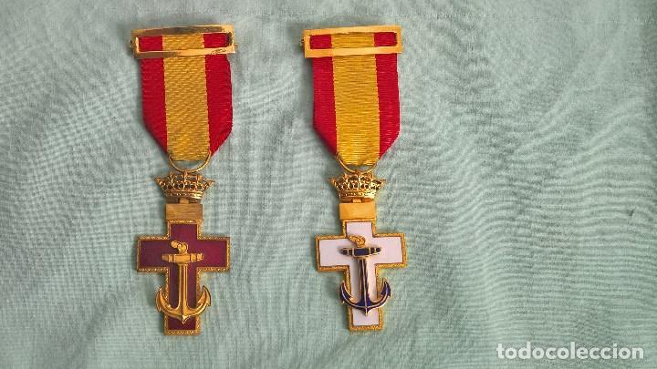 CRUZ MERITO NAVAL DISTINTIVO BLANCO Y ROJO , 2 º CLASE,.ORIGINALES EPOCA DE FRANCO. (Militar - Medallas Españolas Originales )