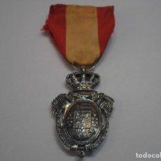 Militaria: MEDALLA DE PLATA AL INSTITUTO NACIONAL DE PREVISIÓN 1 MODELO1908-CON SU CINTA,MARCA PLATA EN REVERSO. Lote 110018219