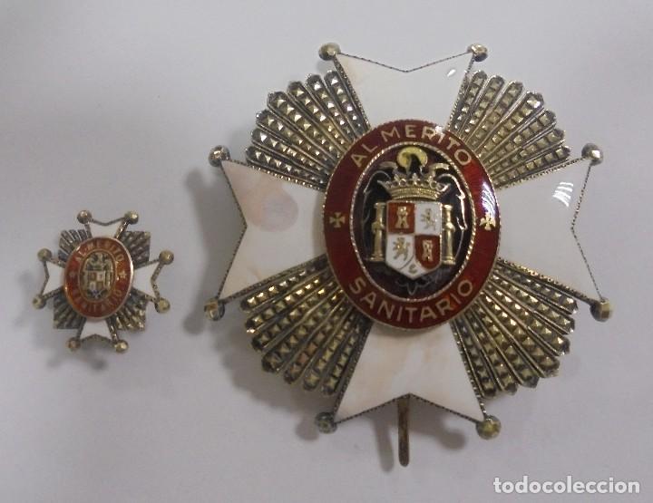 PLACA E INSIGNIA OJAL AL MERITO SANITARIO. EPOCA DE FRANCISCO FRANCO. VER FOTOS (Militar - Medallas Españolas Originales )