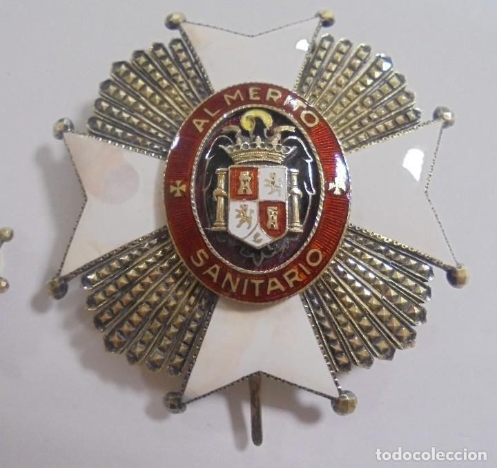 Militaria: PLACA E INSIGNIA OJAL AL MERITO SANITARIO. EPOCA DE FRANCISCO FRANCO. VER FOTOS - Foto 3 - 110190511