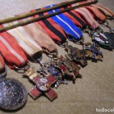 Militaria: MINIATURAS JERARCA AÑOS 60. YUGO Y FLECHAS, CISNEROS, MERITO CIVIL/MLITAR, TURISTICO, PEÑAFORT.... Lote 110927639