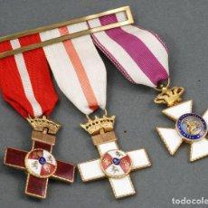 Militaria: PASADOR TRES MEDALLAS MERITO MILITAR ROJO BLANCO FRANCO CRUZ PREMIO CONSTANCIA ALFONSO XII. Lote 110954999