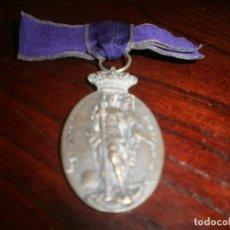 Militaria: MEDALLA ASOCIACIÓN DE DAMAS DE SAN FERNANDO ARMA DE INGENIEROS LAZO MORADO MEDALLA 5 CM.. Lote 111291623