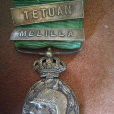Militaria: MEDALLA ALFONSO XIII- MARRUECOS, CORONA ARTICULADA, DOS PASADORES. PLATA. Lote 111872351
