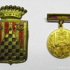 Militaria: II REPUBLICA ESPAÑOLA: EMBLEMA 42 DIVISION Y ESTADO ESPAÑOL: MEDALLA FEDERACION DE TIRO. LOTE-0001 . Lote 112213987