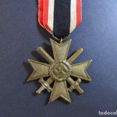 Militaria: CRUZ AL MERITO DE GUERRA CON ESPADAS 2ª CLASE. MARCAJE 93. AÑOS 1939-45. Lote 113157571