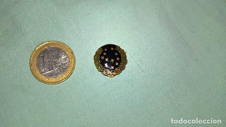 VIEJA GUARDIA DE FALANGE..MINIATURA DE OJAL ,SOLAPA..ORIGINAL. (Militar - Medallas Españolas Originales )