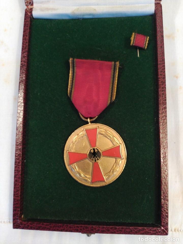 CRUZ AL MÉRITO DE 3ª. CLASE, ALEMANIA FEDERAL. (Militar - Medallas Extranjeras Originales)