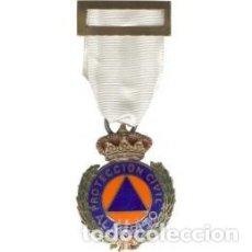 Militaria: MEDALLA DE PROTECCIÓN CIVIL AL MERITO CON DISTINTIVO BLANCO CATEGORIA BRONCE ESTUCHE INCLUIDO. Lote 113504263