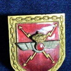 Militaria: MEDALLA INSIGNIA PLACA DE PECHO INSIGNIA AVIACIÓN MONARQUIA ESMALTE ROJO CADENAS 33X28MM. Lote 114451275