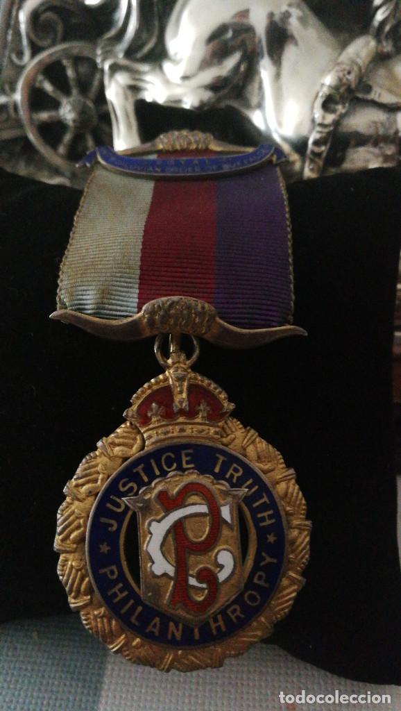 MEDALLA MASONICA DE GRAN VALOR.ORDEN DEL BUFALO. (Militar - Medallas Extranjeras Originales)