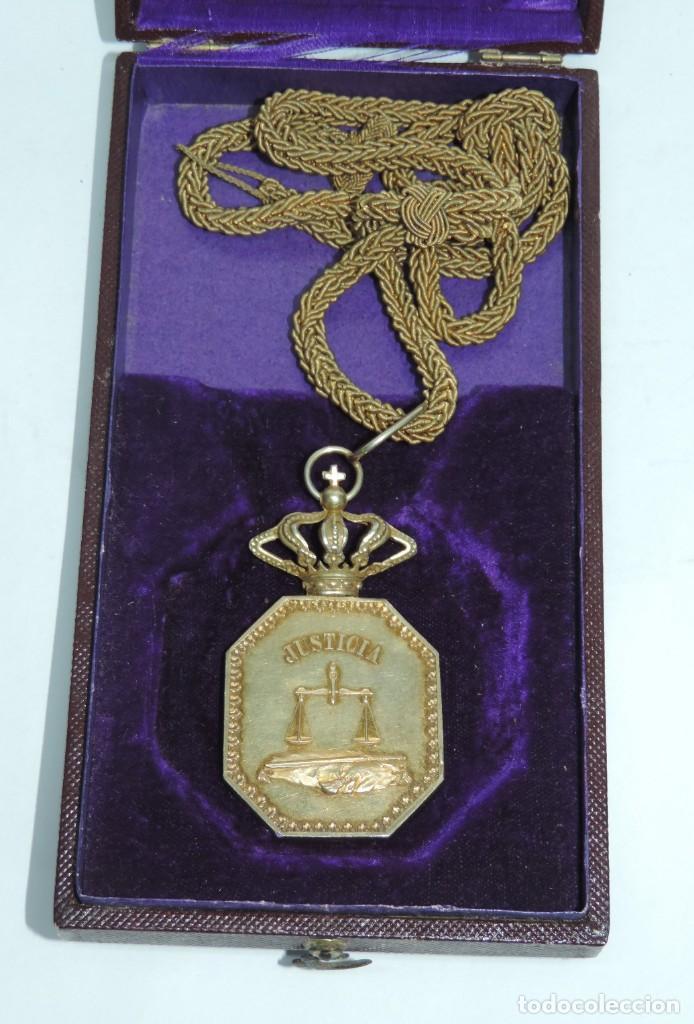 Militaria: Medalla venera de Justicia. Época Alfonso XIII. Medalla venera para ir colgada al cuello. Realizada - Foto 4 - 115184659