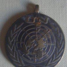 Militaria: MEDALLA MILITAR DE BRONCE DE LA ONU / NACIONES UNIDAS. IN THE SERVICE OF PEACE. Lote 115390915