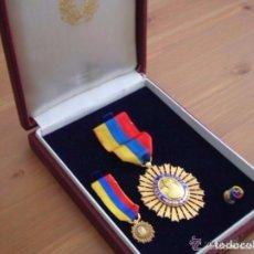 Militaria: MEDALLA DE CABALLERO DE LA ORDEN DEL LIBERTADOR. ESTUCHE ORIGINAL CON SUS MINIATURAS.. Lote 116500263