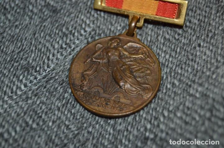 Militaria: VINTAGE - MEDALLA ORIGINAL - MEDALLA ALZAMIENTO Y VICTORIA, ANTIGUO RÉGIMEN - BUEN ESTADO - HAZ OFER - Foto 2 - 117001095