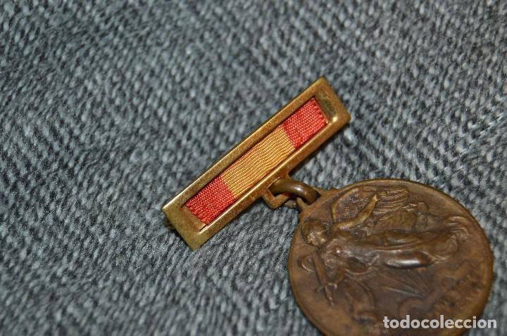 Militaria: VINTAGE - MEDALLA ORIGINAL - MEDALLA ALZAMIENTO Y VICTORIA, ANTIGUO RÉGIMEN - BUEN ESTADO - HAZ OFER - Foto 3 - 117001095
