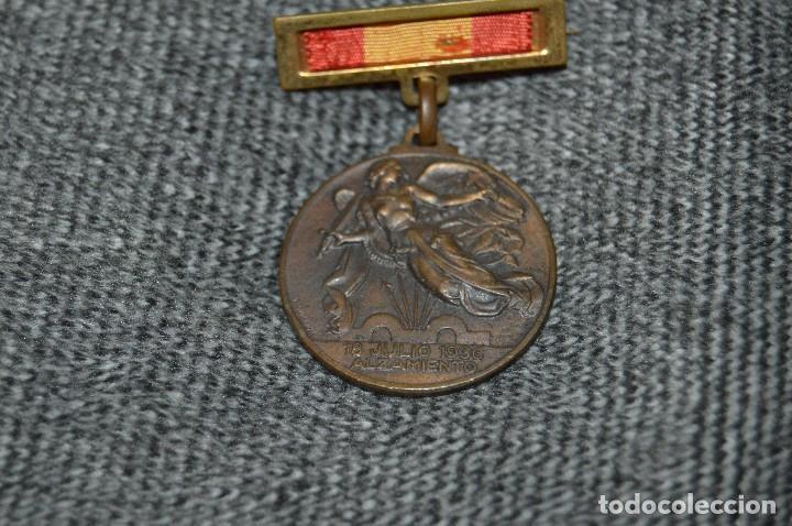 Militaria: VINTAGE - MEDALLA ORIGINAL - MEDALLA ALZAMIENTO Y VICTORIA, ANTIGUO RÉGIMEN - BUEN ESTADO - HAZ OFER - Foto 2 - 117066171